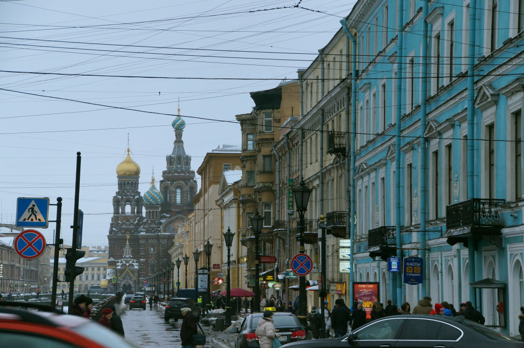 Street scene on New Year's Eve in St. Petersburg