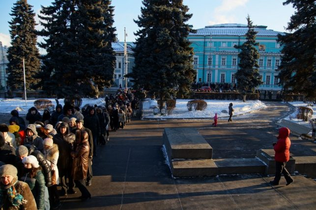 Queue in front of Pushkin State Museum in winter - another thing to do in Moscow, Russia