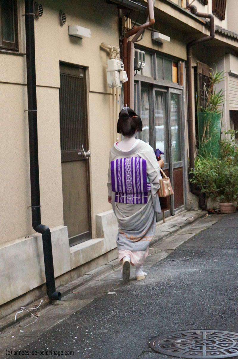 geisha (geiko) in the streets of gion, kyoto