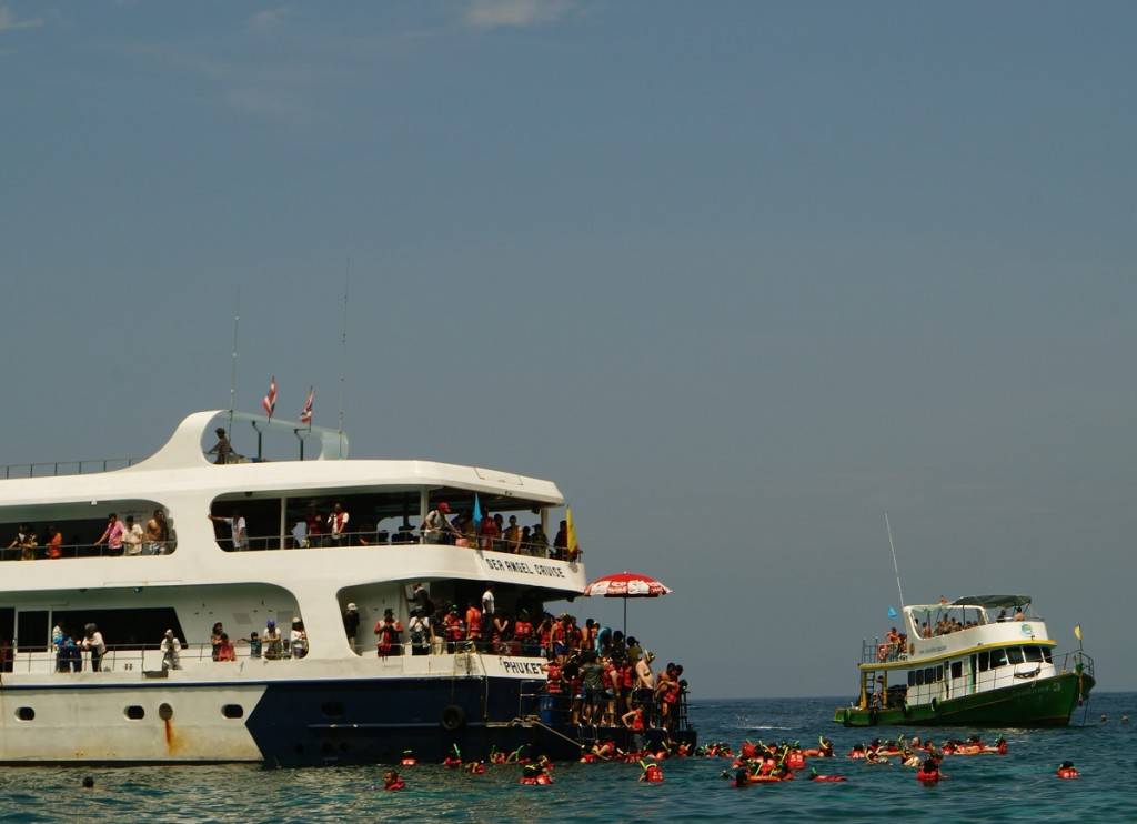 overfilled tourist boat in thailand