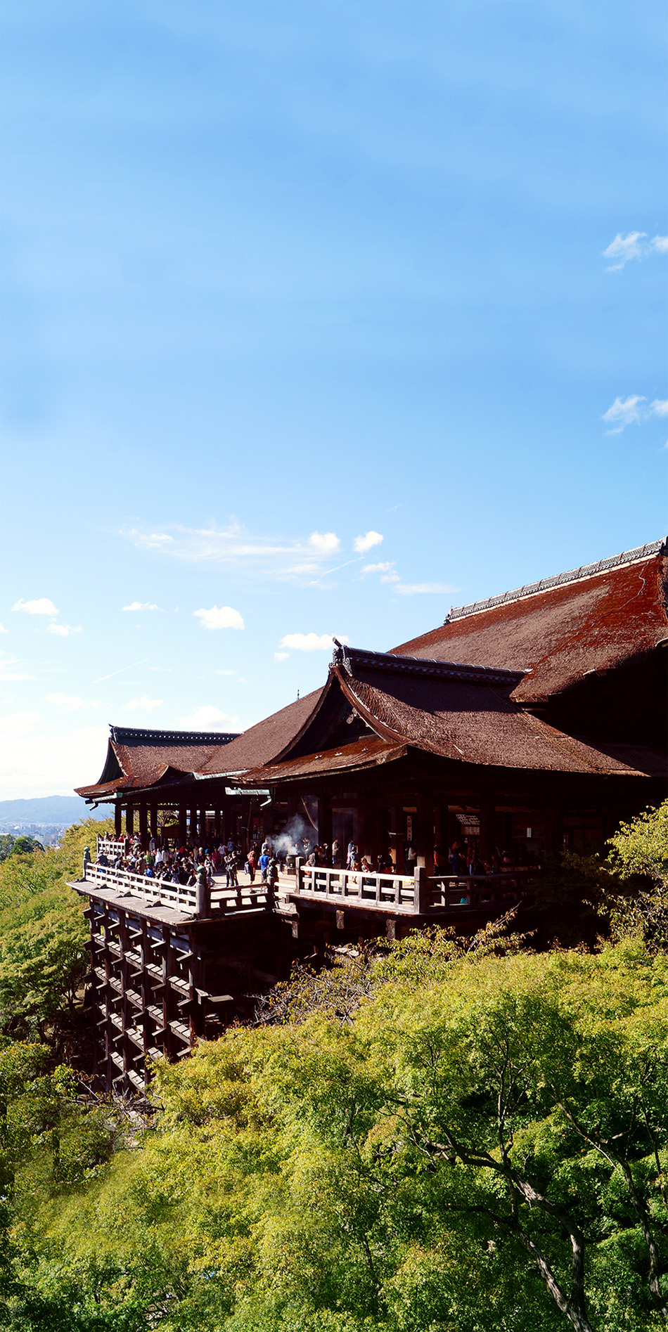 The Kiyomizu Dera is one of the biggest buddhist temples in Japan and certainly the most beautiful one in Kyoto