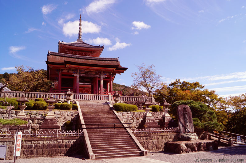 The unimpressive entrance to Kiyomizu-dera in Kyoto with its three storied pagoda behind