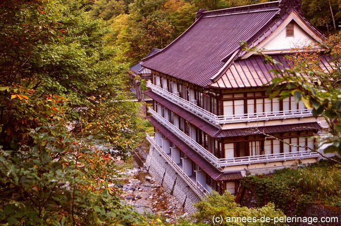 main building of ryokan Takaragawa-onsen-onsenkaku in Japan