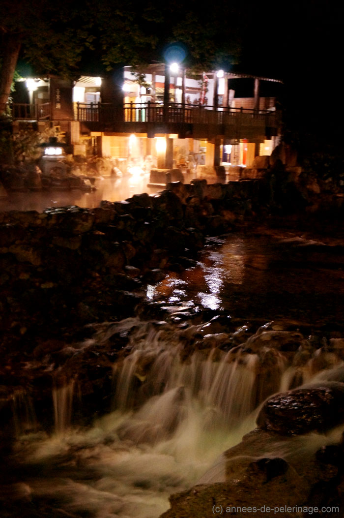 the outdoor pools at Takaragawa-onsen at night