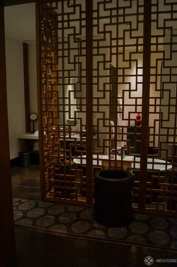 Latticework seperating the bathroom from the living area at Aman at Summer Palace Beijing luxury hotel