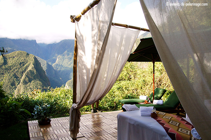The massage platform with a view on machu picchi in the belmond sanctuary lodge spa