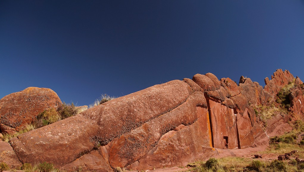 the blazing red rocks of amaru muru spritual gate seen form the entrance