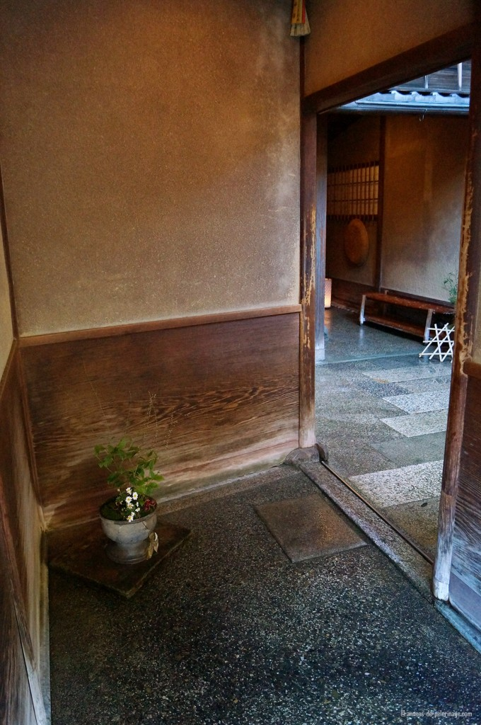 entrance of tawaraya ryokan in kyoto