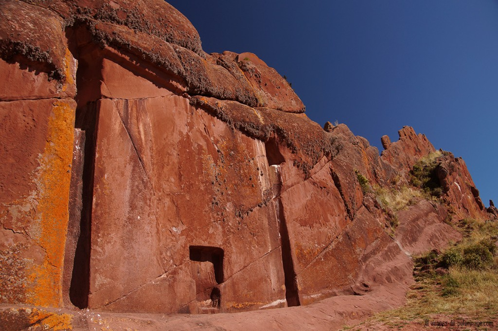 full frontal view of the stone gate of Amaru muru and its bright red rocks