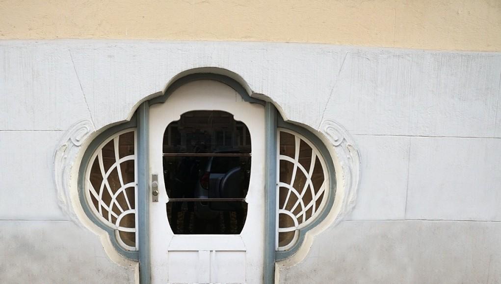 Art Nouveau door at Isabellastrasse 22 in Munich