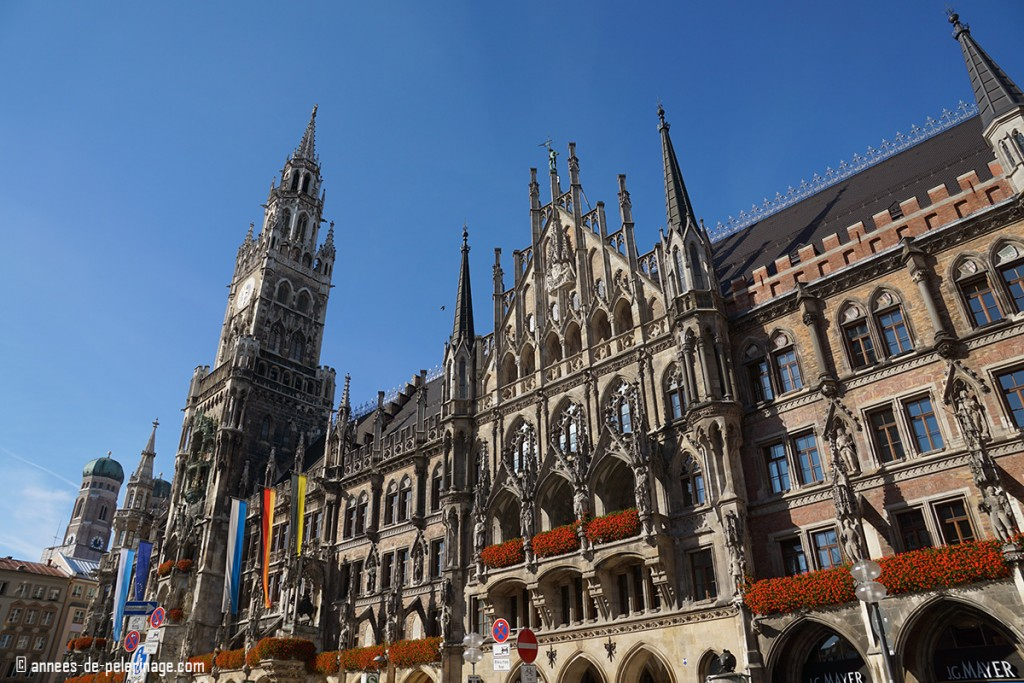 Munich'S city hall standing on Marienplatz with the Marienchurch in the background