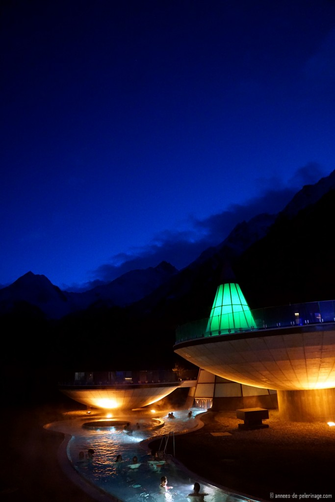 The Aquadome spa in Innsbruck at night