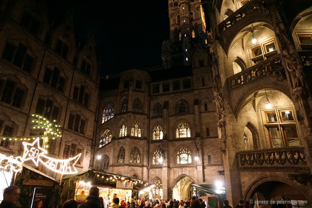 The small Christmas market inside the Munich city hall