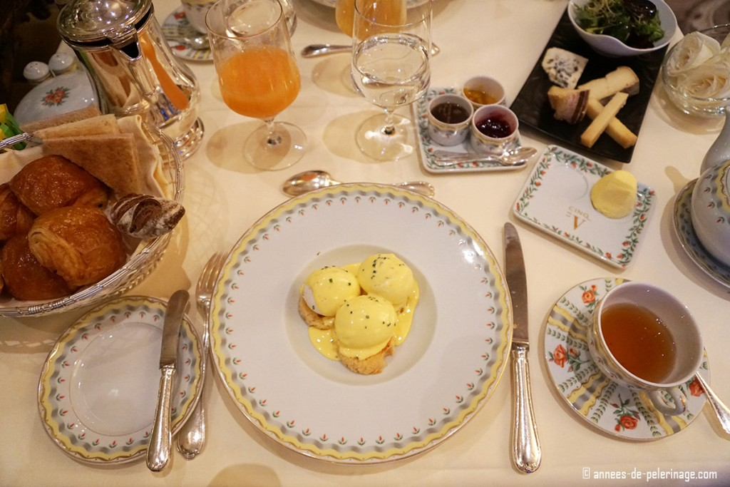Breakfast with 3 perfect egg benedicts at the Le Cinq inside the Four Seasons Hotel George V in Paris