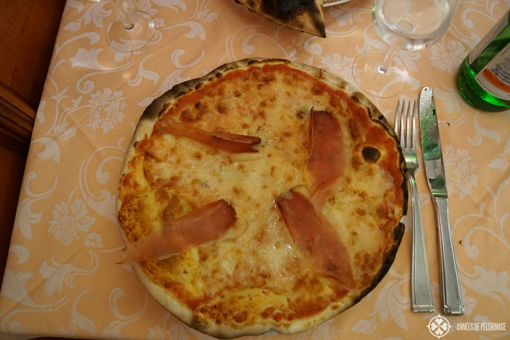 A traditional Roman Pizza
