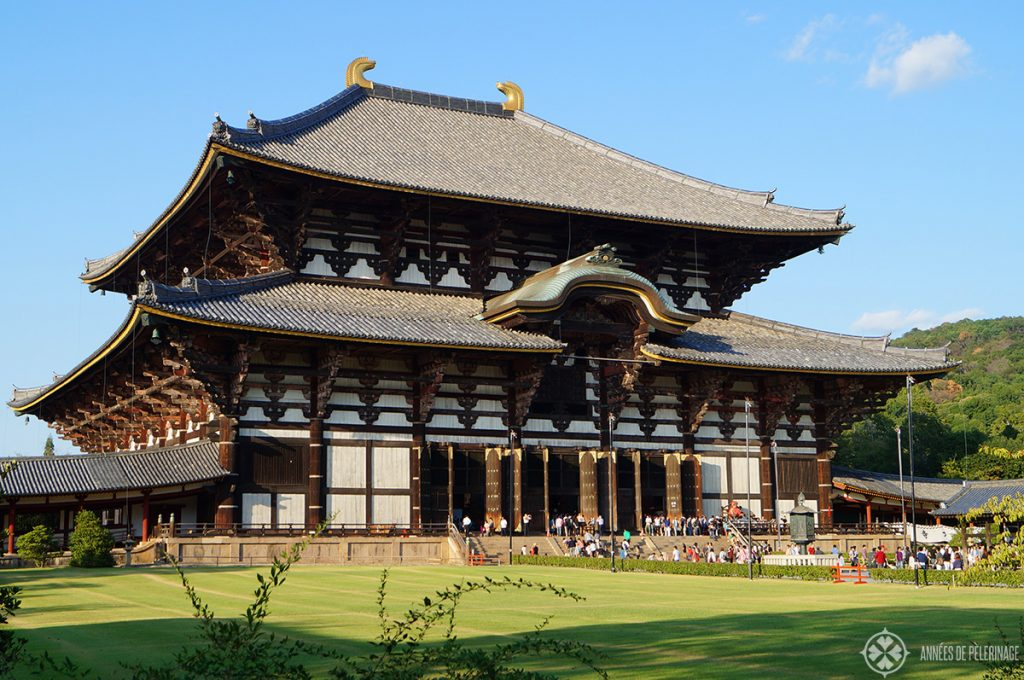 The gigantic main hall of the Todaji Temple in Nara, Japan - only a daytrip from Kyoto and certainly a fun things to do in Kyoto