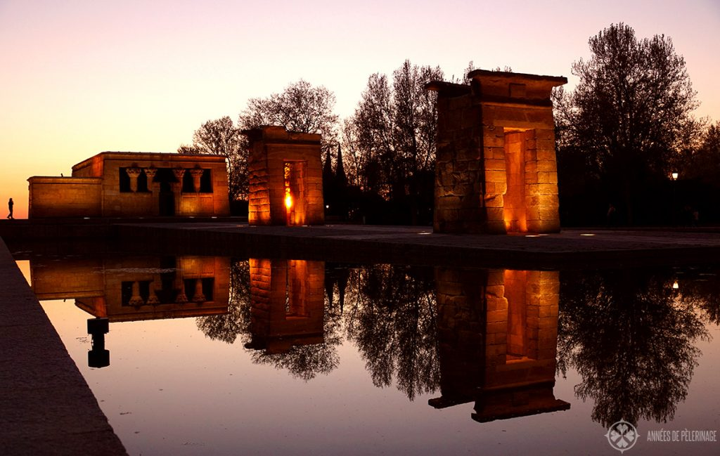 Watching the sunset at templo del debod in Madrid is one of the best things to do in Madrid