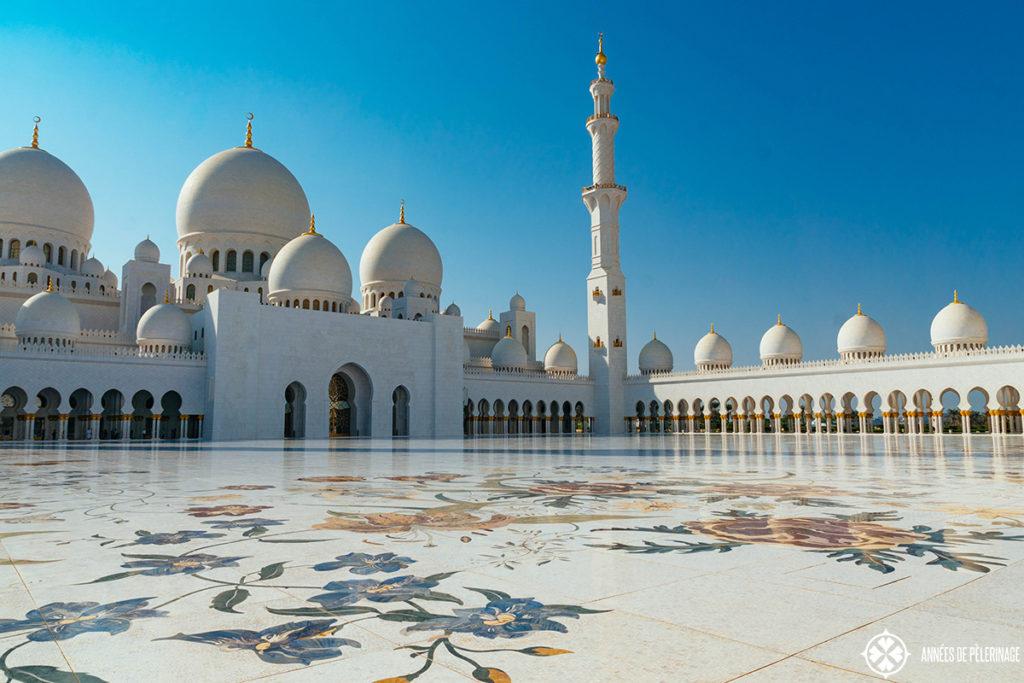 inner courtyard sheikh zayed mosque abu dhabi