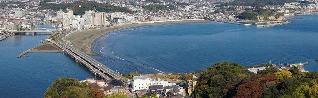 THe view on the shannon beach of Kamakura from the Sea candle lighthouse on Enoshima Island, Japan
