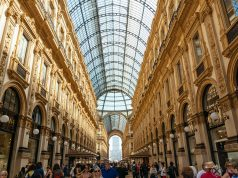 Visiting the Galleria Vittorio Emanuele Il shopping mall is one of the many free things to do in Milan, Italy