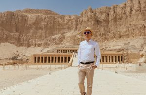 What to wear in Egypt? This Egypt packing list will show you how to dress and if it's okay to wear shorts in Egypt