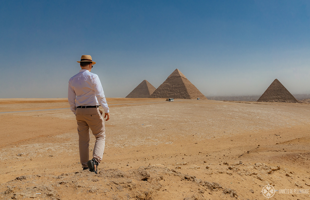 No Egypt pyramids tour is complete without the classic panorama of the three pyramids - this is me on the way towards the best spot ony my self-guided Egypt pyramids tour