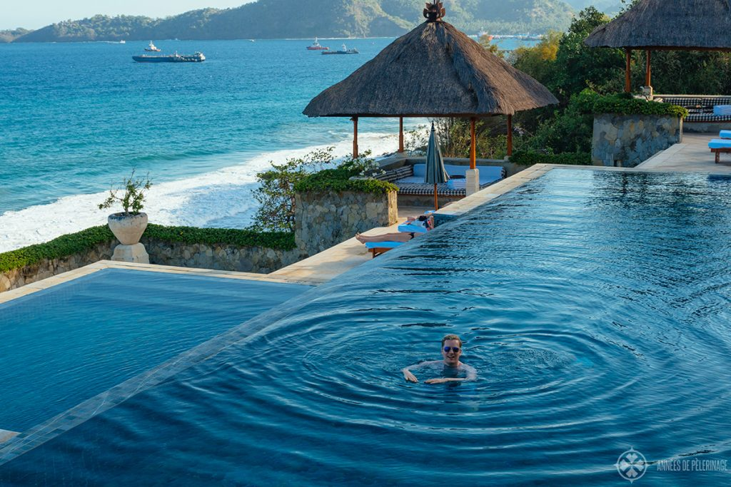 Swimming the the infinity pool of the Amankila luxury hotel