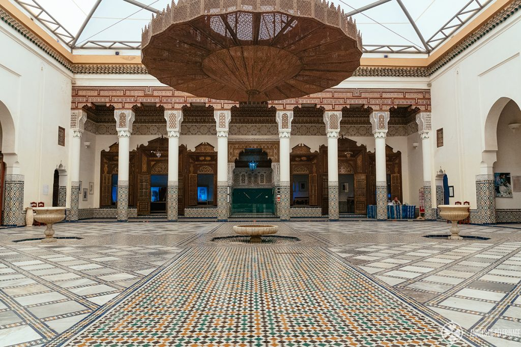 The gigantic courtyard of the Marrakesh Museum with a big exhibition on all things Berber / Moroccan