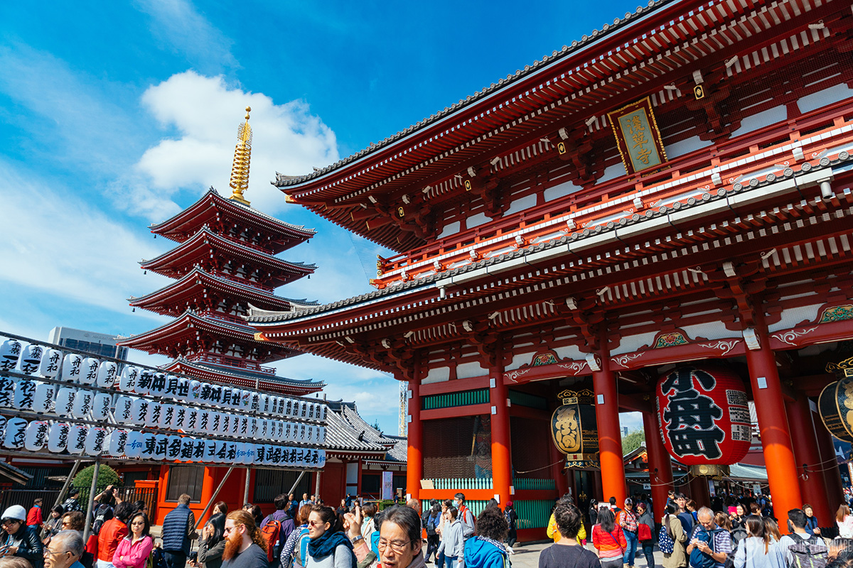 Senso-ji temple in Tokyo in early October - the weather in Japan is fairly mild