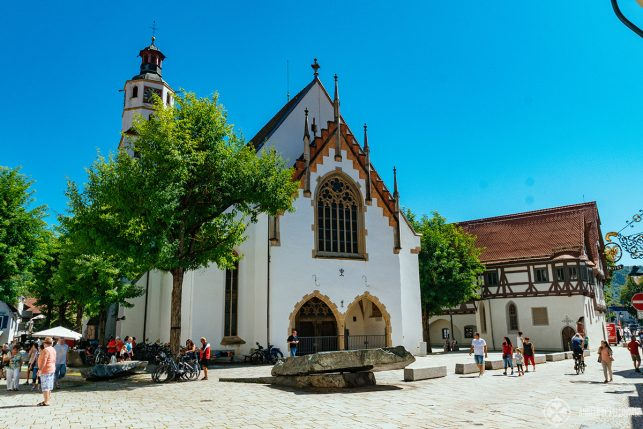 The market place of Blaubeuren with the church and the URMU museum