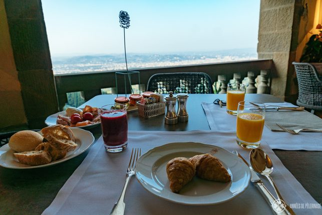 Breakfast with a view from the Loggia restaurant