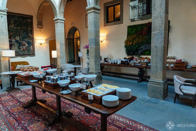 The breakfast buffet in the historic cloister of the Villa San Michele