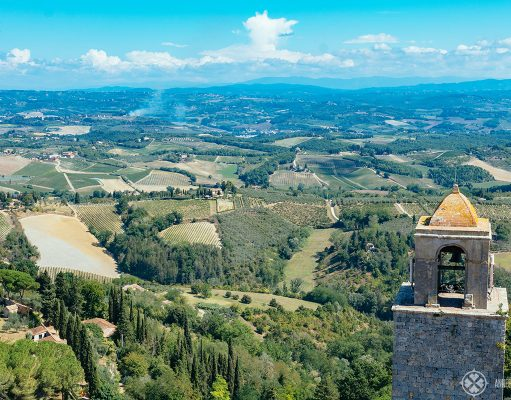 The best things to do in Tuscany, Italy. This picture shows a view of the the famous Tuscan landscape from San Gimigano