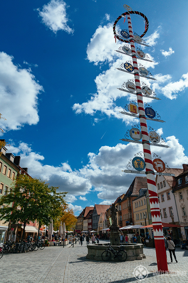 The maypole in the middle of Bayreuth's pedestrian area