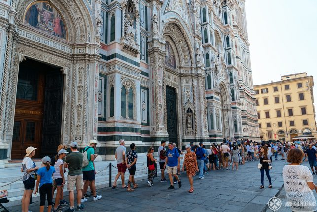 Long queue in front of Florence Cathedral in summer