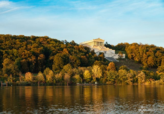 the walhalla memorial as seen from the other side of the Danube