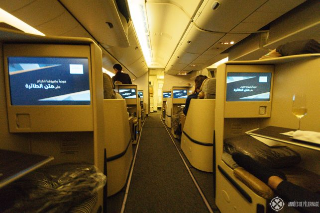 the extremely wide aisle of the Etihad business class on the Dreamliner