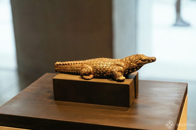 Important gold/copper crocodile cult statuette from the 12th dynasty