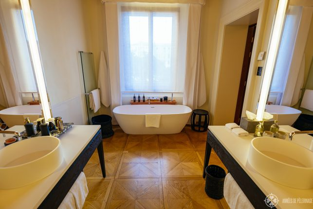 the big bathtub in front of a large window overlooking the Grand Canal