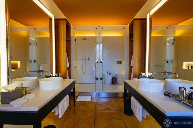 The bathroom with his and her sinks, a big shower and a toilett